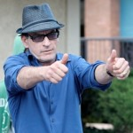 Charlie Sheen deve US$ 10 milhes  Warner Bros.