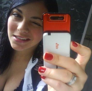Foto de Bianca Ribeiro Consoli  em frente ao espelho.