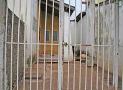 Foto da casa onde menina foi atacada.