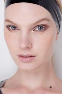 modelo com Maquiagem fraca para o outrono