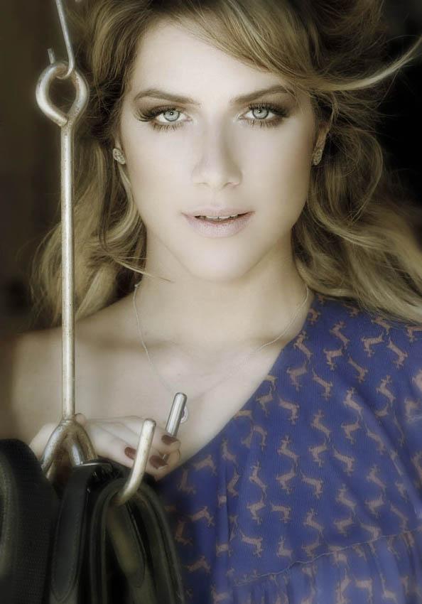 lindos olhos azuis