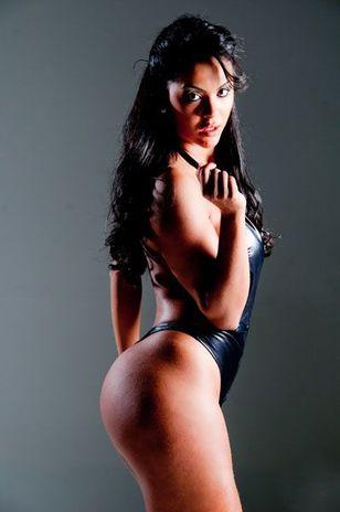 Aline Bernardes no miss bumbum 2012