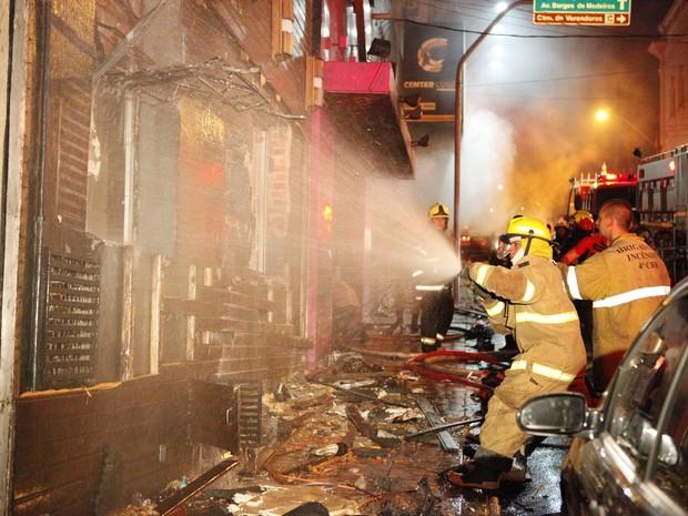 Incêndio durante apresentação deixa mortos em boate de Santa Maria (Foto: Germano Roratto/Agência RBS)
