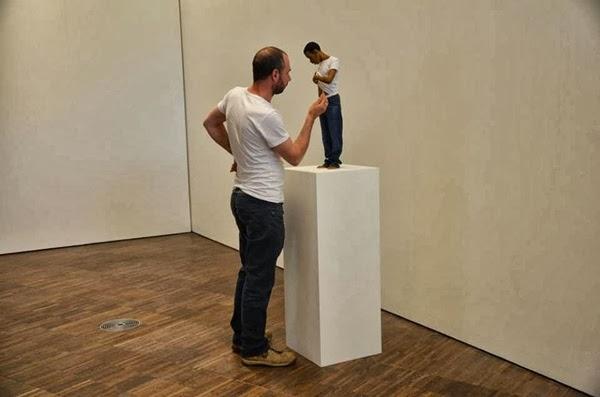 Esculturas realistas de Ron Mueck